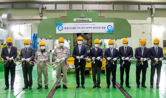 Representatives and employees involved in Dongwon Systems' rechargeable battery materials program attend a ribbon-cutting ceremony at the company's plant in Asan, South Chungcheong, on Wednesday.[DONGWON SYSTEMS]