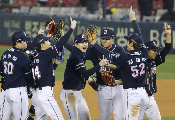 Doosan Bears players celebrate after picking up a 9-7 victory against the LG Twins at Jamsil Baseball Stadium in southern Seoul on Thursday. [YONHAP]