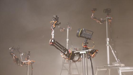 Media artist Kwon Byung-jun's robot dance performance. [PLATFORM L]