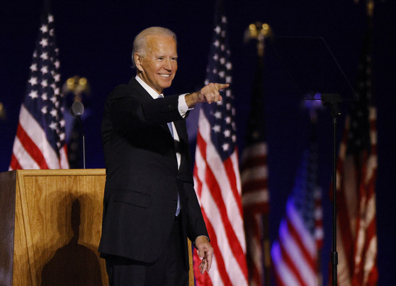 Joe Biden points to the crowd at his election rally in Wilmington, Delaware, Saturday, after the news media announced he won the 2020 U.S. presidential election over Donald Trump. [REUTERS/YONHAP]