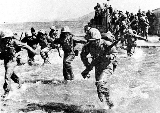 UN forces during its amphibious landing in Incheon in September 1950. [JOONGANG ILBO]