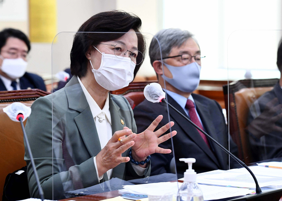 Justice Minister Choo Mi-ae, left, speaks during the Legislation and Judiciary Committee of the National Assembly on Thursday.  [YONHAP]