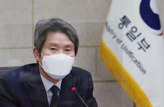 Unification Minister Lee In-young speaks to reporters in his first official press conference on Monday. [YONHAP]