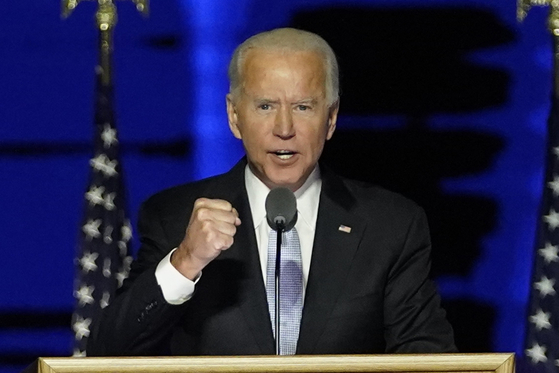 President-elect Joe Biden speaks in Wilmington, Delaware, on Nov. 7. [AP/YONHAP]