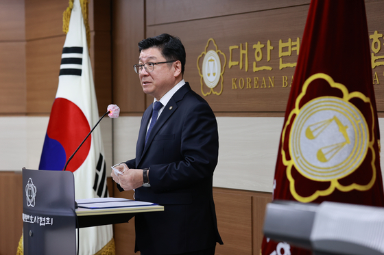 Lee Chan-hee, president of the Korean Bar Association, on Monday announces the organization's recommended candidates to head the new Corruption Investigation Office for High-Ranking Officials. [YONHAP]