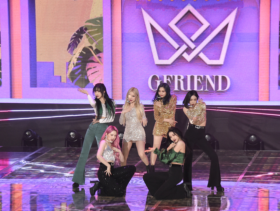 GFriend performs its new track ″Mago″ for the first time during its showcase for its new album ″Walpurgis Night″ on Monday at the SBS Prism Tower in Mapo District, western Seoul. [JEON TAE-GYU]