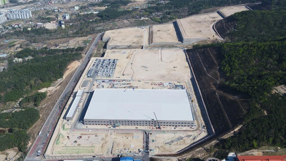 The construction of Hyundai Mobis' parts production plant in Ulsan. Hyundai Mobis last year became the first conglomerate to reshore since the government related laws in supporting such companies went into effect in late 2013. [HYUNDAI MOBIS]