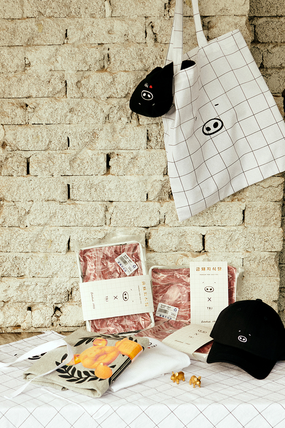 TBJ's new T-shirts, cap, apron and a canvas bag made in collaboration with Golden Pig restaurant. [HANSAE MK]