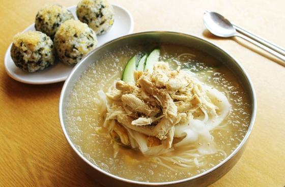 The famous cold chicken noodles at Paldang Chogye Guksu in Paldang, in Namyangju, Gyeonggi. [PALDANG CHOGYE GUKSU]