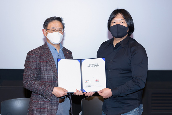 CJ CGV CEO Choi Byung-hwan (left) and Watcha CEO Park Tae-hoon pose for the camera after signing a memorandum of understanding on Monday. [WATCHA]