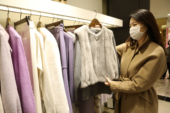A model shops for winter outerwear at a Lotte Department Store. [LOTTE SHOPPING]