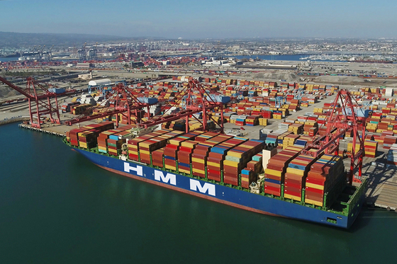 HMM's container ship bound for Los Angeles last month. [YONHAP]