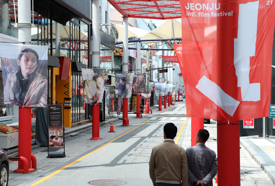 An empty street during the 21st Jeonju International Film Festival which was held behind closed doors, with some of the invited films streamed through local streaming platform Waave and only film-related organizers and judges participating in offline screenings. [NEWS1]