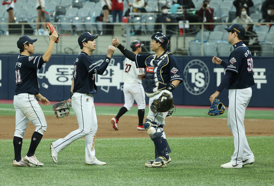 The Doosan Bears celebrate after picking up a 4-1 victory against the KT Wiz during Game 2 of the postseason series at Gocheok Sky Dome in western Seoul on Tuesday. [YONHAP]