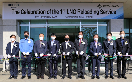 Representatives involved in Posco Energy's new liquefied natural gas (LNG) business attend a ribbon-cutting ceremony at the company's Gwangyang LNG Terminal in South Jeolla on Wednesday. [POSCO ENERGY]