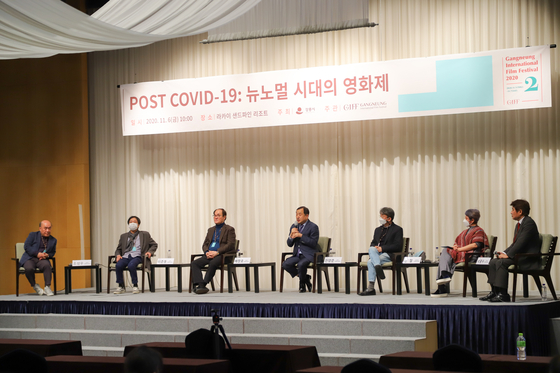 "During 'Post Covid-19: Film Festival in The New Normal Era,"" a forum organized by the second Gangneung International Film Festival (GIFF) on Nov. 6 at the Lakai Sandpine Resort in Gangneung, six festival directors were invited as panelists to discuss the future of film festivals. From left, festival directors Cho Sung-woo of Jecheon International Music and Film Festival, Lee Joon-dong of Jeonju International Film Festival, Bae Chang-ho of Ulju Mountain Film Festival, Jay Jeon of Busan International Film Festival, Shin Chul of Bucheon International Fantastic Film Festival and Park Kwang-soo of Seoul International Women's Film Festival. [GIFF]"