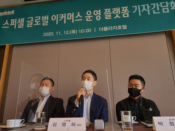 From left to right are Denny Jeon, head of merchant sales and solutions in Korea and Mongolia at Visa, SpurSell CEO Matthew Kim and Leo Park, Korea lead at Shopify. [LINKOMM]
