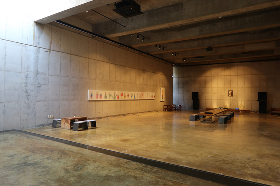 The space under the hanok building is used as an art gallery at Awon Museum and Hotel. [LEE SUN-MIN]
