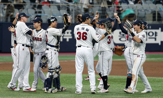 The Doosan Bears celebrate advancing to the Korean Series with a 2-0 victory over the KT Wiz in Game 4 of the second round of the postseason at Gocheok Sky Dome in western Seoul on Friday. [NEWS1]