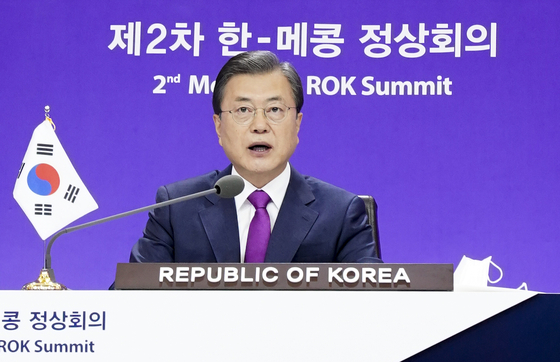 President Moon Jae-in on Friday speaks from the Blue House during a virtual summit between Korea and five Mekong River countries.  [YONHAP]
