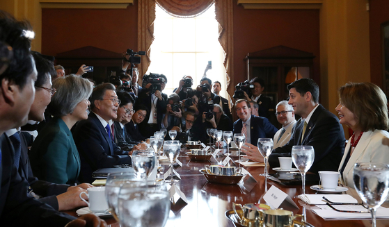 In this file photo, President Moon Jae-in, fourth from left, talks with leaders of the U.S. House of Representatives in Washington, D.C. on June 26, 2017. [YONHAP]