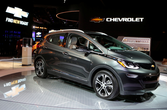 A 2018 Chevrolet Bolt EV is displayed during the North American International Auto Show in Detroit. [YONHAP]