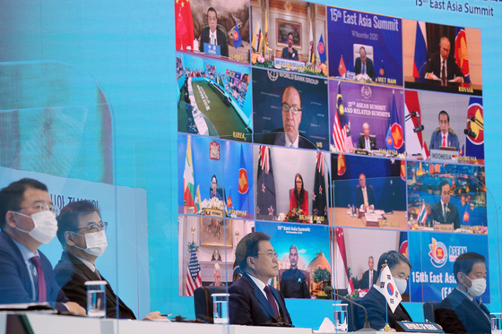 President Moon Jae-in, center, takes part in the 15th East Asia Summit virtually, from the Blue House on Saturday. [YONHAP]