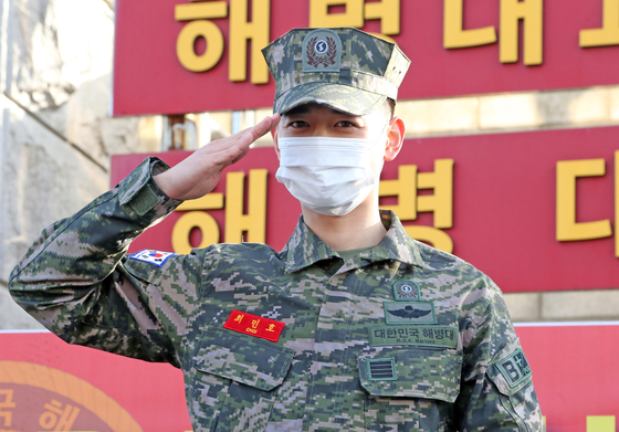 SHINee's Minho was discharged from the military on Sunday. [YONHAP]
