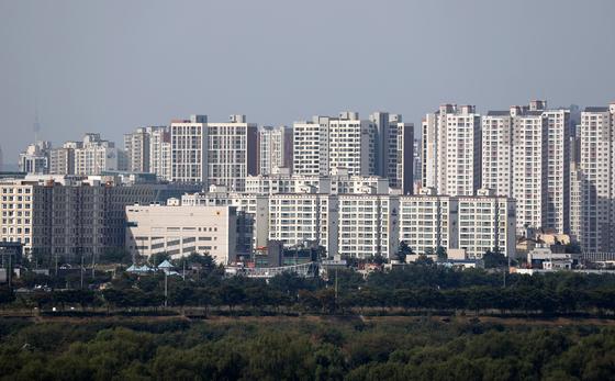 Apartment complexes in Hanam, Gyeonggi. Apartment transactions have been rising in Gyeonggi. [YONHAP]
