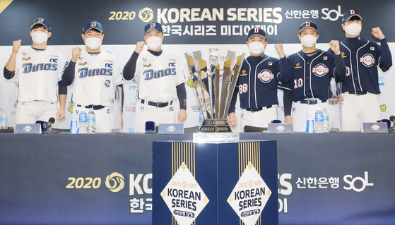 From left: NC Dinos' infielder Park Min-woo, catcher Yang Eui-ji and manager Lee Dong-wook and Doosan Bears' manager Kim Tae-hyoung, catcher Park Sei-hyok and pitcher Lee Young-ha pose for a photo during the Korean Series media day on Monday. [YONHAP]