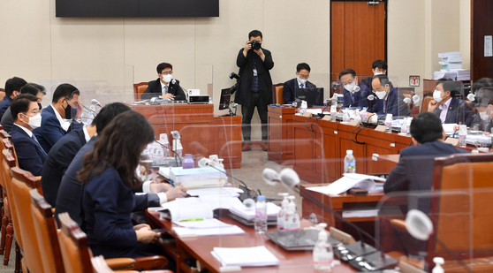 Lawmakers at the national assembly review the inheritance tax law. [NEWS1]