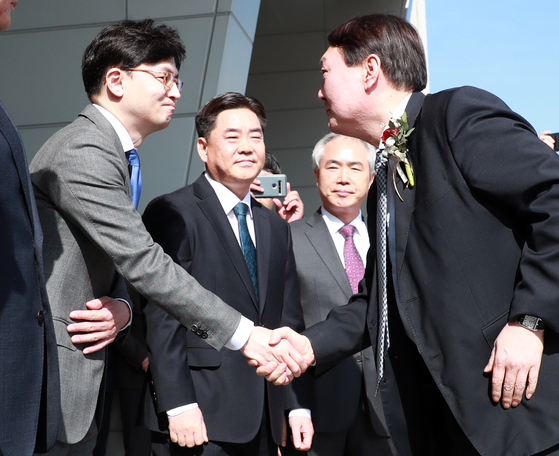In this file photo, Han Dong-hoon, left, shakes hands with Prosecutor General Yoon Seok-youl during Yoon's visit to the Busan High Prosecutors' Office on Feb. 13, 2020.  [YONHAP]