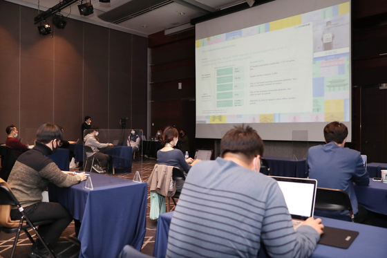 Local start-ups take part in an online mentoring session held for Korean content creators seeking business opportunities overseas by Indonesian entrepreneurs, also a part of the K-Content Expo Indonesia event that's usually held in Indonesia. [KOCCA]
