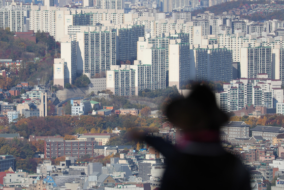 A view of apartments in central Seoul on Nov. 3. [YONHAP]