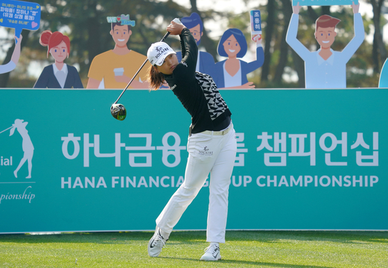 Ko Jin-young watches her tee shot during the third round of the Hana Financial Group Championship at SKY72 Golf & Resort Ocean Course in Incheon on Nov. 7. [YONHAP]