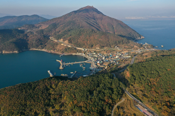 Gadeok Island near Busan is supported by the ruling party and the local government as the site of a new airport. [YONHAP]