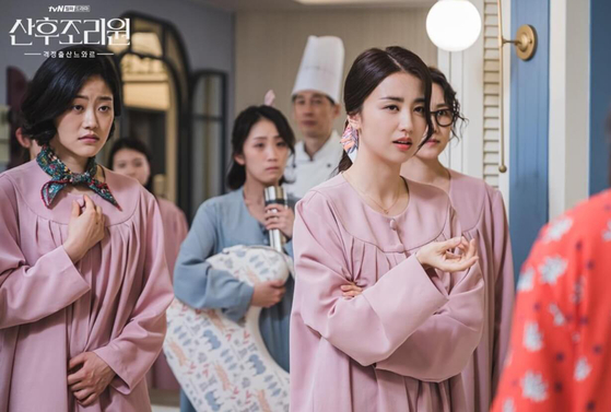 The mothers at the postnatal care center are currently reigned by the mother of Sarangi (played by Park Ha-seon) who is the model example of the mother that society expects. Her reign starts to crumble when single mother Lee Ruda enters the center. [TVN]