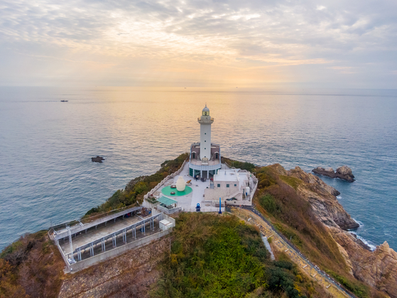 The lighthouse on Ong Island in Taean County. [LIETTO]