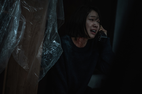 Seo-yeon (played by Park Shin-hye) finds her phone has been connected to the past and she can contact a young woman named Young-sook. [NETFLIX]