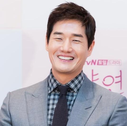 Actor Yoo Ji-tae [ILGAN SPORTS]