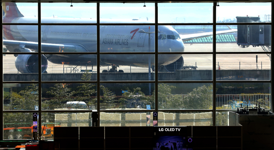 Asiana Airline aircraft at the Incheon International Airport on Wednesday. [NEWS1]
