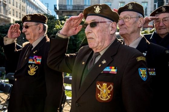 Belgian veterans including Raymond Behr, far left, in a ceremony to honor the veterans of the Korean War. [KOREA MILITARY ACADEMY]