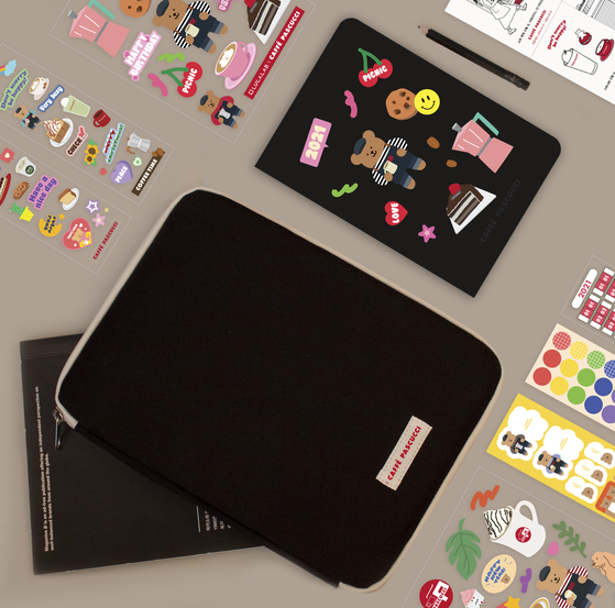 Pascucci collaborated with stationery company Luca Lab to release series of yearly planners and bags. [PASCUCCI]