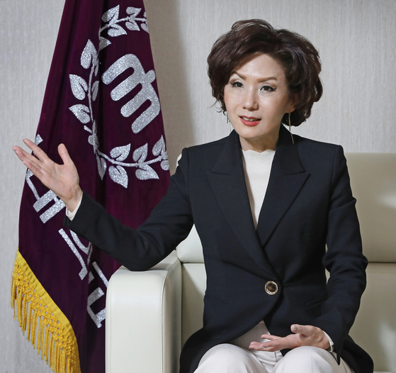Lee Jin-sook, president of Chungnam National University (CNU) in Daejeon, speaks with the Korea JoongAng Daily in her office last month as she talks about several goals she wishes to achieve at her alma mater. [PARK SANG-MOON]