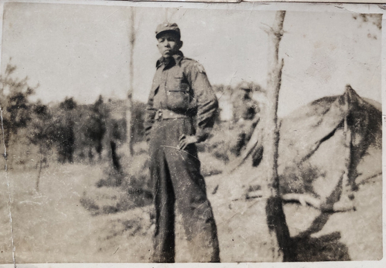 Lt. Col. Banjop Tonuan during his service as a corporal of the Thai forces during the Korean War (1950-1953). He was 25 years old when he came to Korea in 1950. [BANJOP TONUAN]