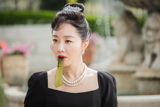 One of the scenes in ″Birthcare Center″ shows Hyun-jin eating miyeokguk (seaweed soup) which Koreans believe is good for pregnant and nursing women. [TVN]