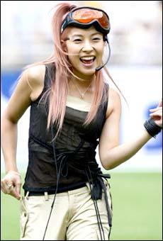 BoA performs her song ″Atlantis Princess″ (2003) in Busan, 2003. [SM ENTERTAINMENT]