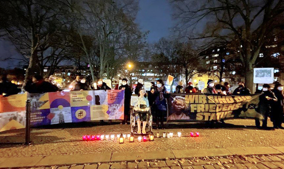 Civic activists gather in front the Mitte district office in a rally calling for the permanent installation of the Statue of Peace in a public street in Berlin. The Mitte district council adopted Tuesday a resolution seeking to permanently keep the statue. [YONHAP]