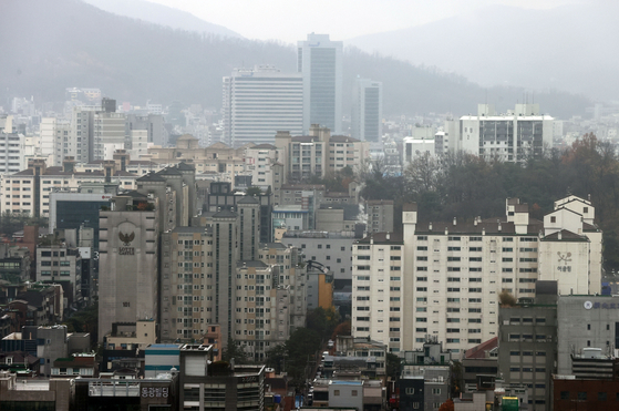 A view of apartments in Gangnam District, southern Seoul, on Nov. 19. [YONHAP]