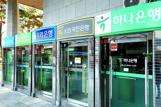 ATM machines of local commercial banks sit empty in Seoul. [YONHAP]